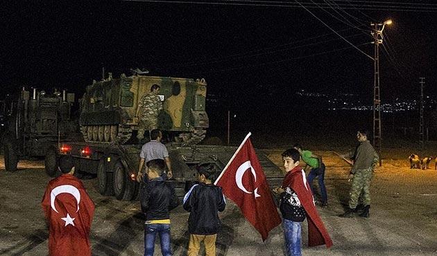 Hatay'a gelen çok sayıda askeri araç sınıra sevk edildi