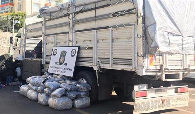 Diyarbakır'da yarım tona yakın gram esrar ele geçirildi