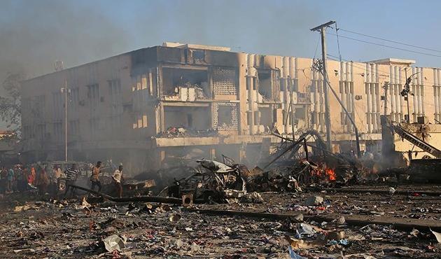 Somali'deki bombalı saldırıda ölü sayısı 300'ü aştı