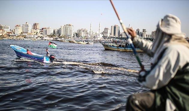 İsrail Gazze'de balık avlama mesafesini artırdı