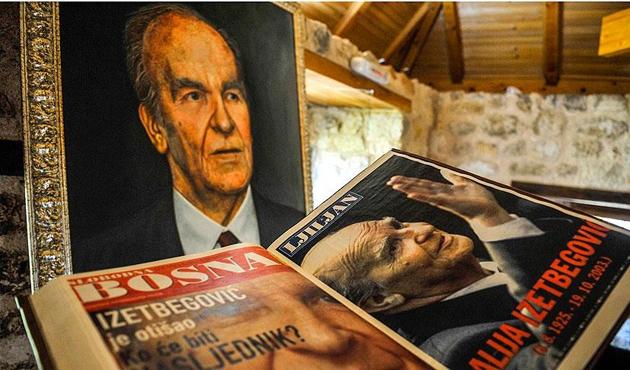Dönemin gazete manşetlerinde Aliya İzzetbegoviç'in vefatı