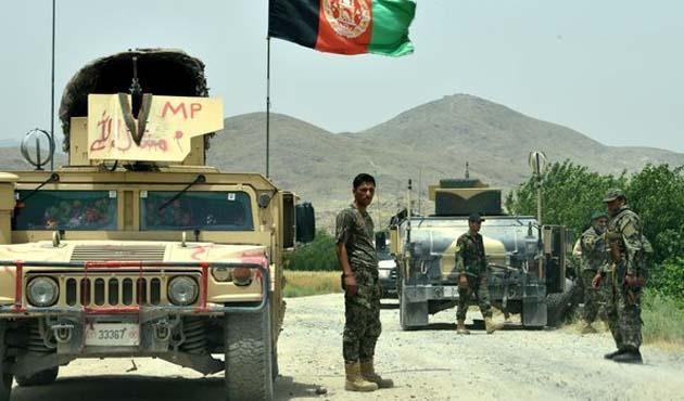 Afganistan'da askeri kampa saldırı: 43 ölü