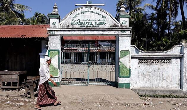 Myanmar ordusu ve Budistlerden Arakan'da camilere saldırı