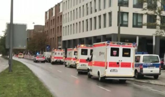 Almanya Münih'te bıçaklı saldırgan çok sayıda kişiyi yaraladı