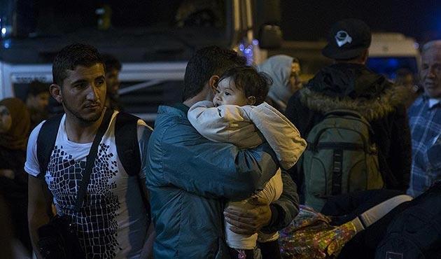 Yunanistan'da kampların yetersizliğinden sığınmacılar Atina'ya taşınıyor