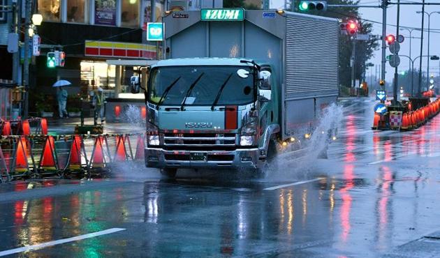Japonya'daki Lan tayfununda 5 kişi öldü