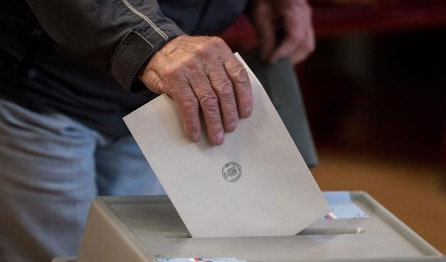 Aşırı sağ rüzgarı Çekya'daki seçimlere de yansıdı