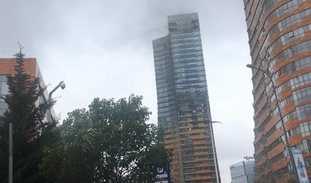 İstanbul'da gökdelende yangın!