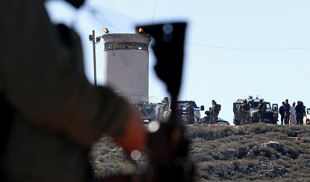 Yahudi işgalciler Filistinli 3 çiftçiyi yaraladı