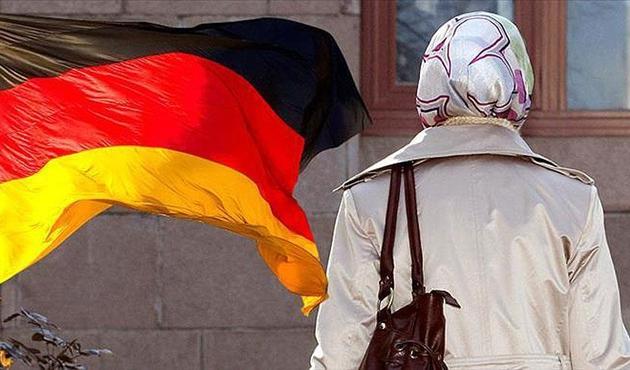 Almanya'da başörtülü öğrenciye ayrımcılık iddiası