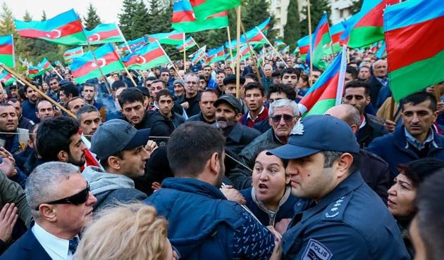 Bakü'de muhalefet yolsuzluğa karşı bir miting düzenledi