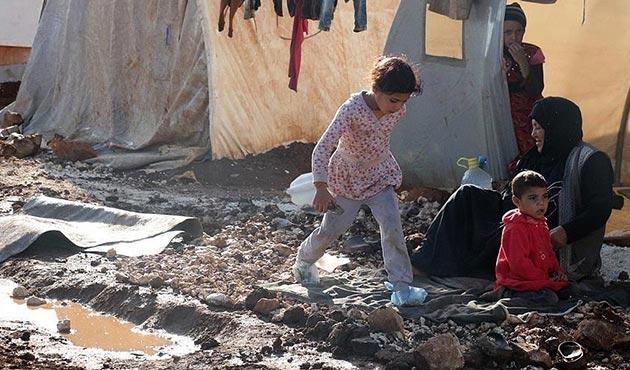 İdlib'teki bazı sığınmacı kampları su altında kaldı