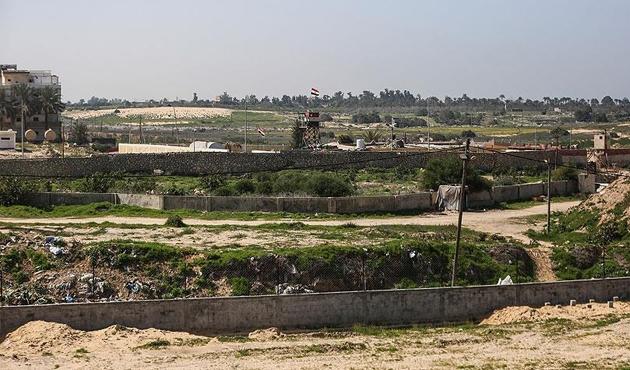 Mısır ordusu Gazze sınırındaki üç tüneli yıktı