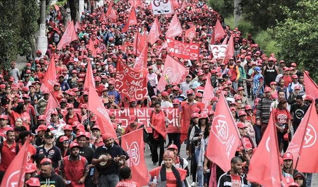 Brezilya'da 'evsiz işçiler' sokağa döküldü