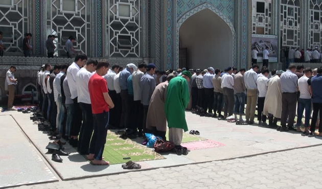 Tacikistan'da imamlara yurtdışı çengeli