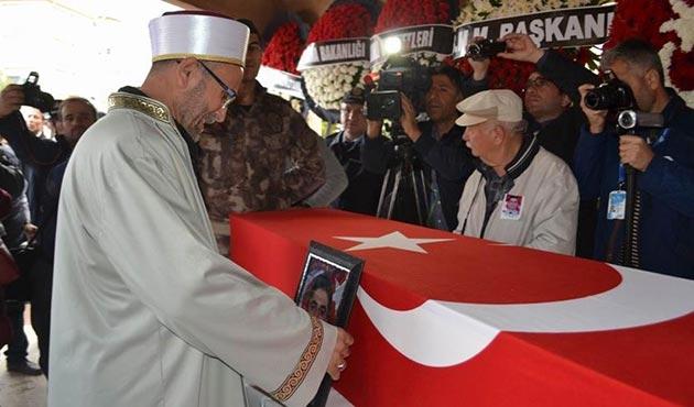 Manisalı şehit polisin cenaze namazını imam babası kıldırdı
