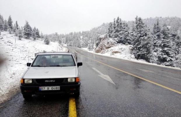 Antalya-Konya yolunda kar engeli