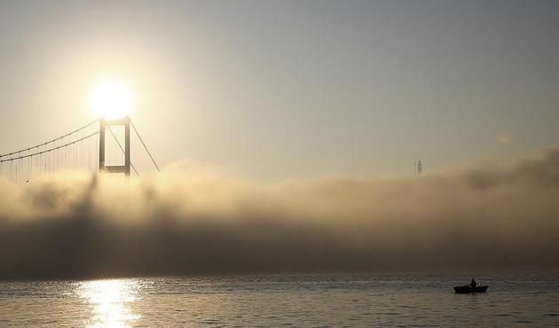 İstanbul Boğazı sis nedeniyle gemi geçişlerine kapatıldı