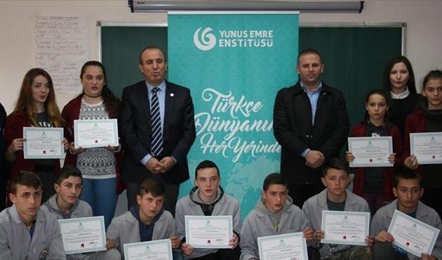 Kosova'da Türkçe kursu sertifikaları dağıtıldı