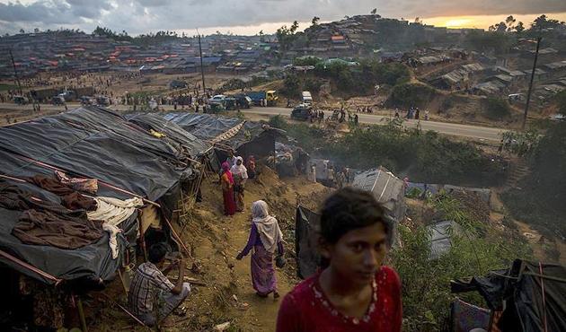 Arakanlıların kaldığı kampları ziyaret eden ABD'liler şoka girdi