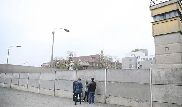Almanya'da 'utanç duvarı' sadece şeklen ortadan kalktı
