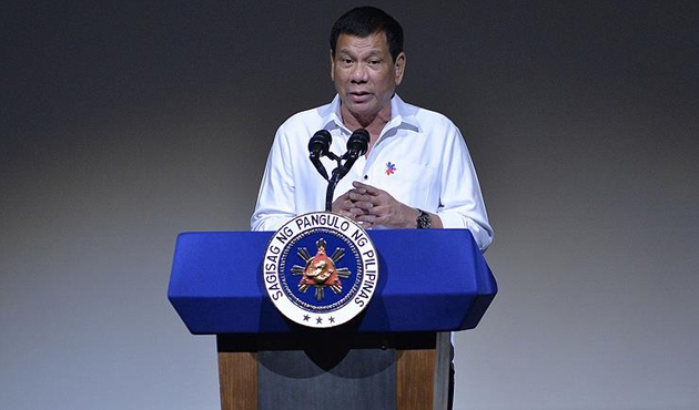 Duterte, Güney Çin Denizi'ndeki inşaatı durdurdu