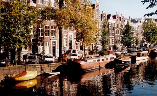 Amsterdam'da teröre karşı beton bloklu güvenlik önlemi