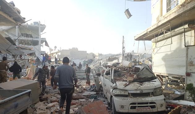 Halep'te pazar yerine hava saldırısı: 43 ölü