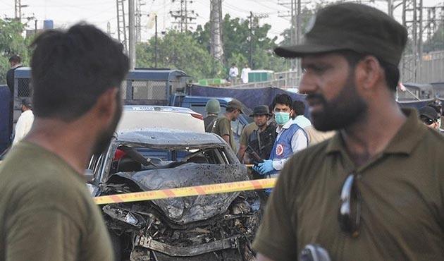 Pakistan'da üst düzey emniyet yetkilisi ve ailesi öldürüldü