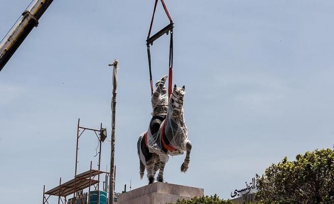 Tunus'ta Burgiba heykeli protesto edildi