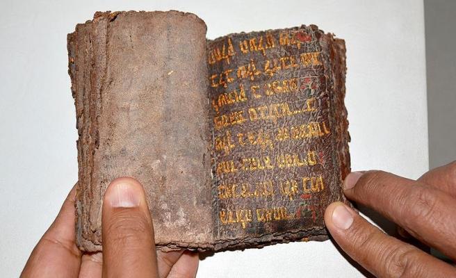 7 asırlık altın yazmalı Tevrat ele geçirildi