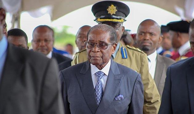 Mugabe görevinden istifa etti