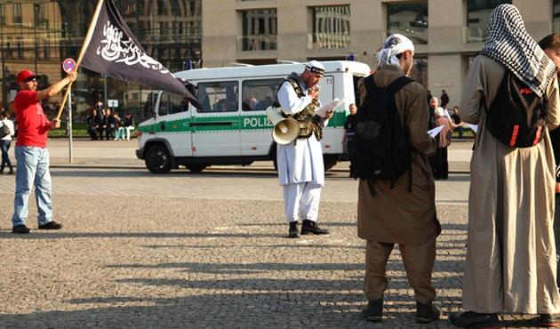 Almanya'dan DEAŞ'a katılanların çocukları için girişim