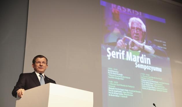 Davutoğlu Şehir Üniversitesi'nde Şerif Mardin'i anlattı
