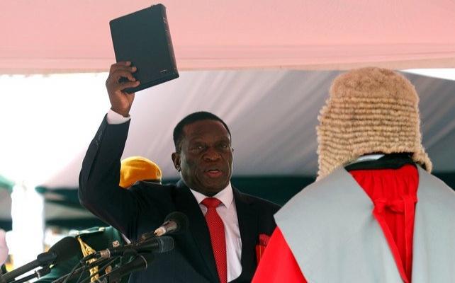 Zimbabve'nin yeni lideri İncil'e yemin etti