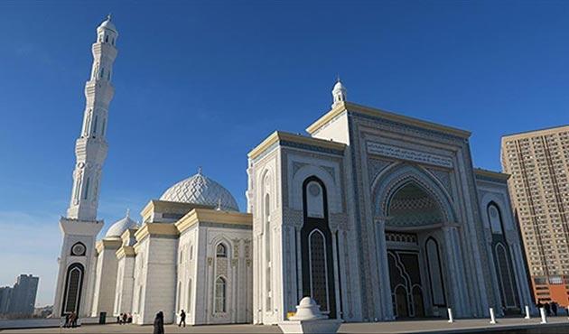 Orta Asya'nın ikinci büyük camisine turistlerden büyük ilgi