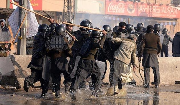 Pakistan'da protestoculara müdahale sona erdi