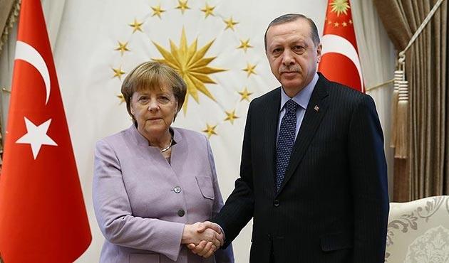 Erdoğan ve Merkel, Suriye'yi görüştü