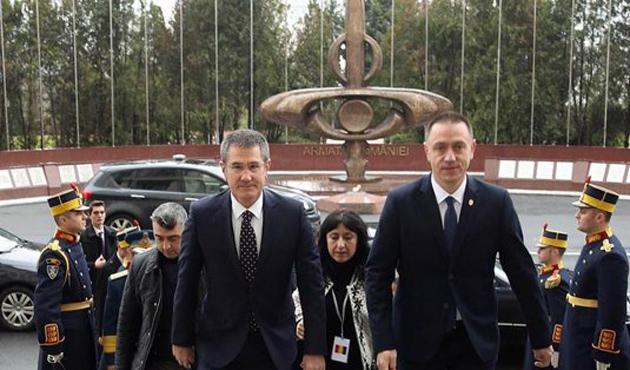 Milli Savunma Bakanı Canikli, Romanya'da