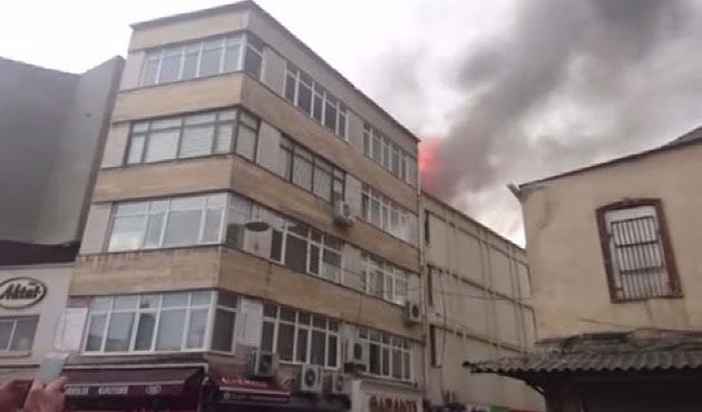 Kasımpaşa'da işyeri yangını