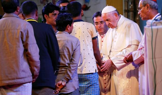 Papa 'Rohingya' kelimesini ilk kez kullandı
