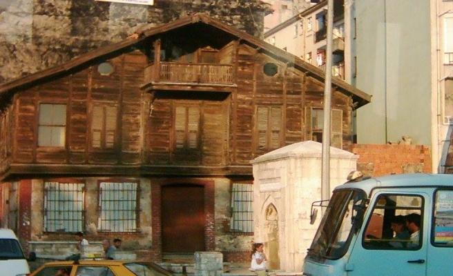 Kadıköy'deki tarihi çeşme yıktırılıyor mu?
