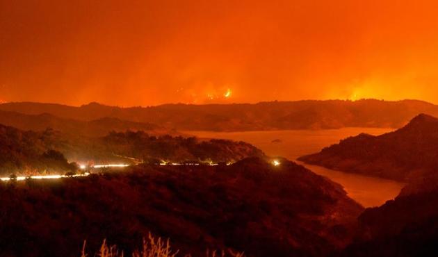 Kaliforniya'daki orman yangınında 150 bin kişi tahliye edildi