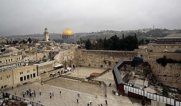 Trump'ın Kudüs'le ilgili skandal kararına dünyadan tepkiler büyüyor