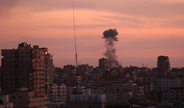 İsrail, Gazze Şeridi'ne savaş uçağı ve tanklarla saldırdı