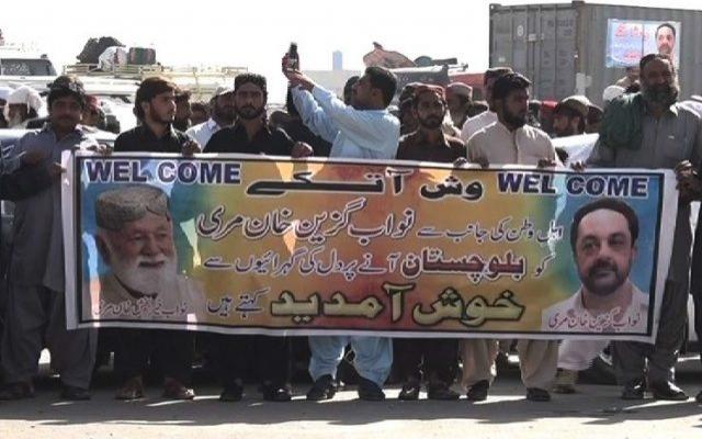 Pakistan'da 300 ayrılıkçı militan teslim oldu