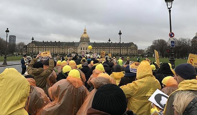 İran muhalefeti Paris'te gösteri düzenledi