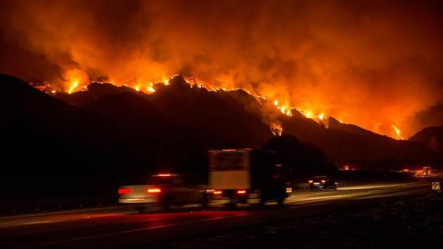 'California tarihinin en büyük beşinci orman yangını' kontrol edilemiyor