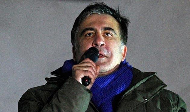 Saakaşvili cam kafes içerisinde hakim karşısına çıktı