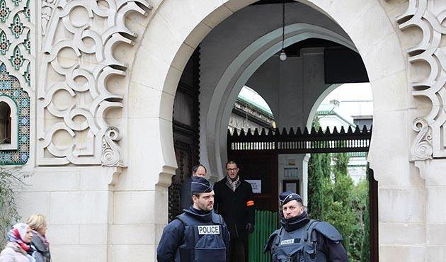 Fransa'da radikallik ve şiddeti teşvik bahanesiyle cami kapatıldı